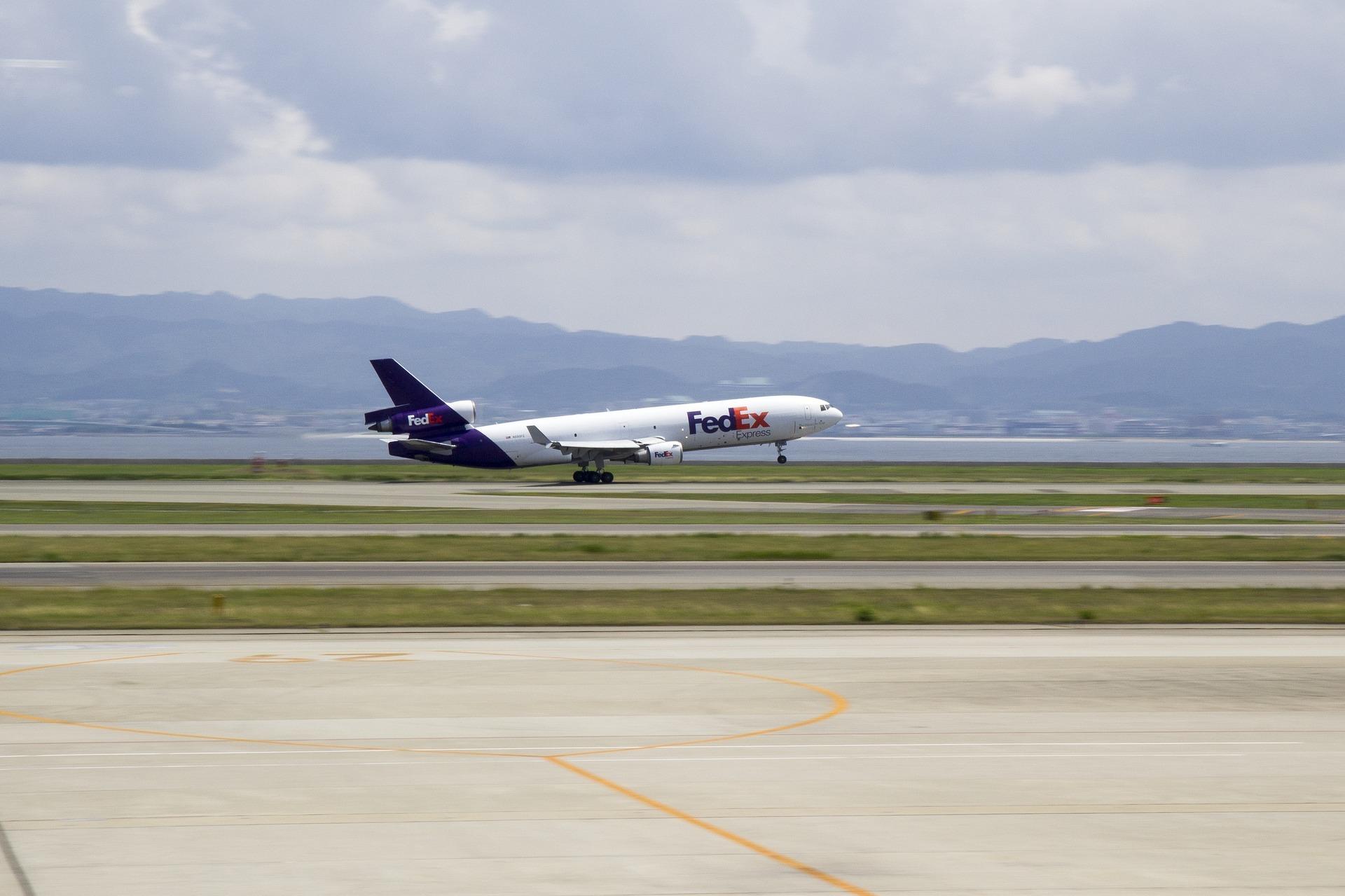FedEx與亞馬遜分手,未來不再續簽航空物流合約