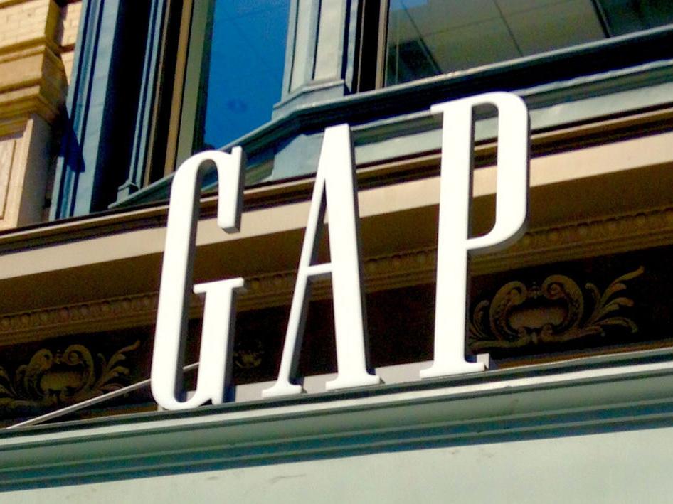 GAP首度進駐台灣電商,開館湧30萬人次,強打免運費力拼蝦皮