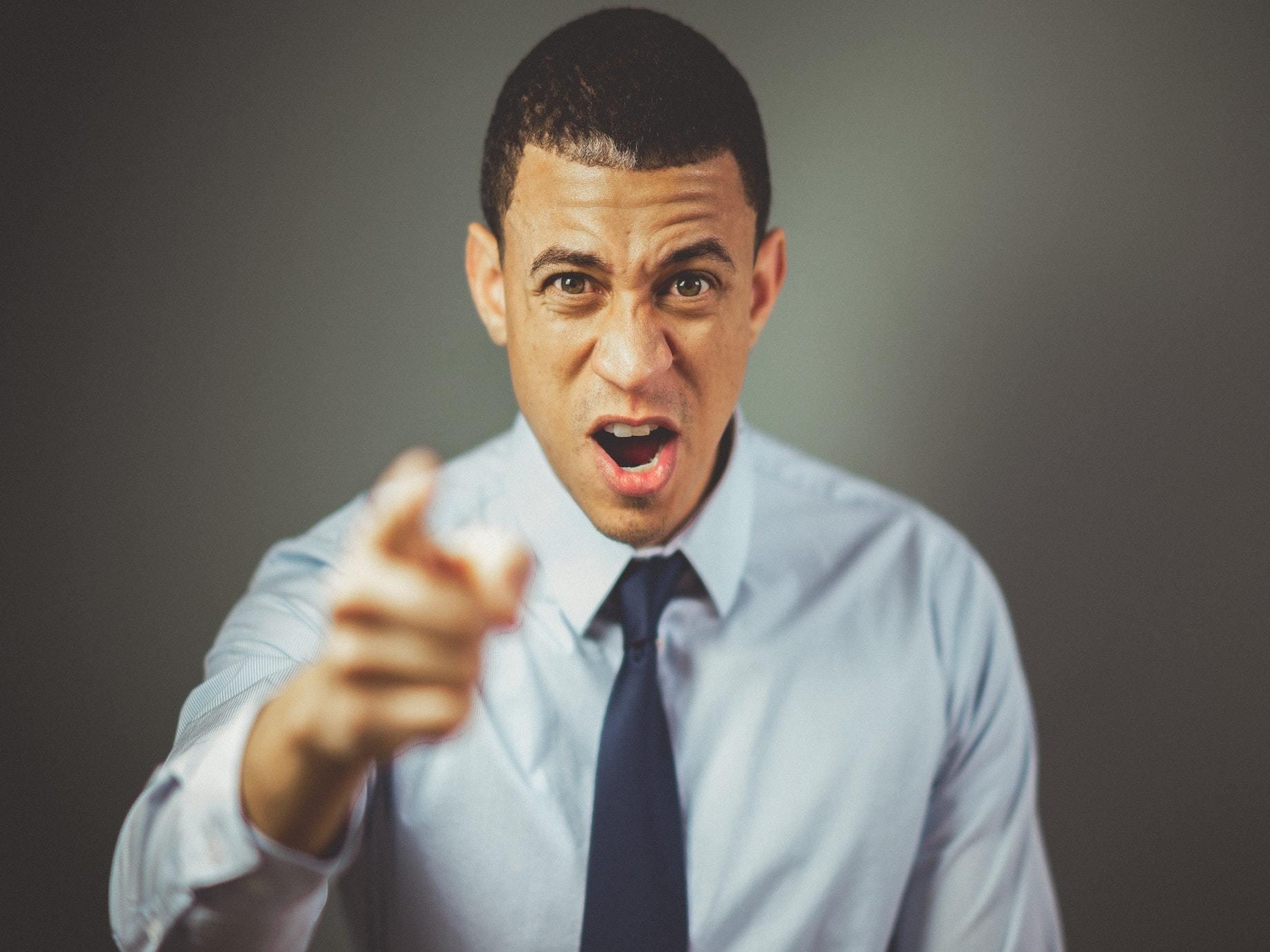 部屬犯錯怎麼「罵得好」?4步驟引導部屬主動提出「懲罰方案」,糾正有效又得體