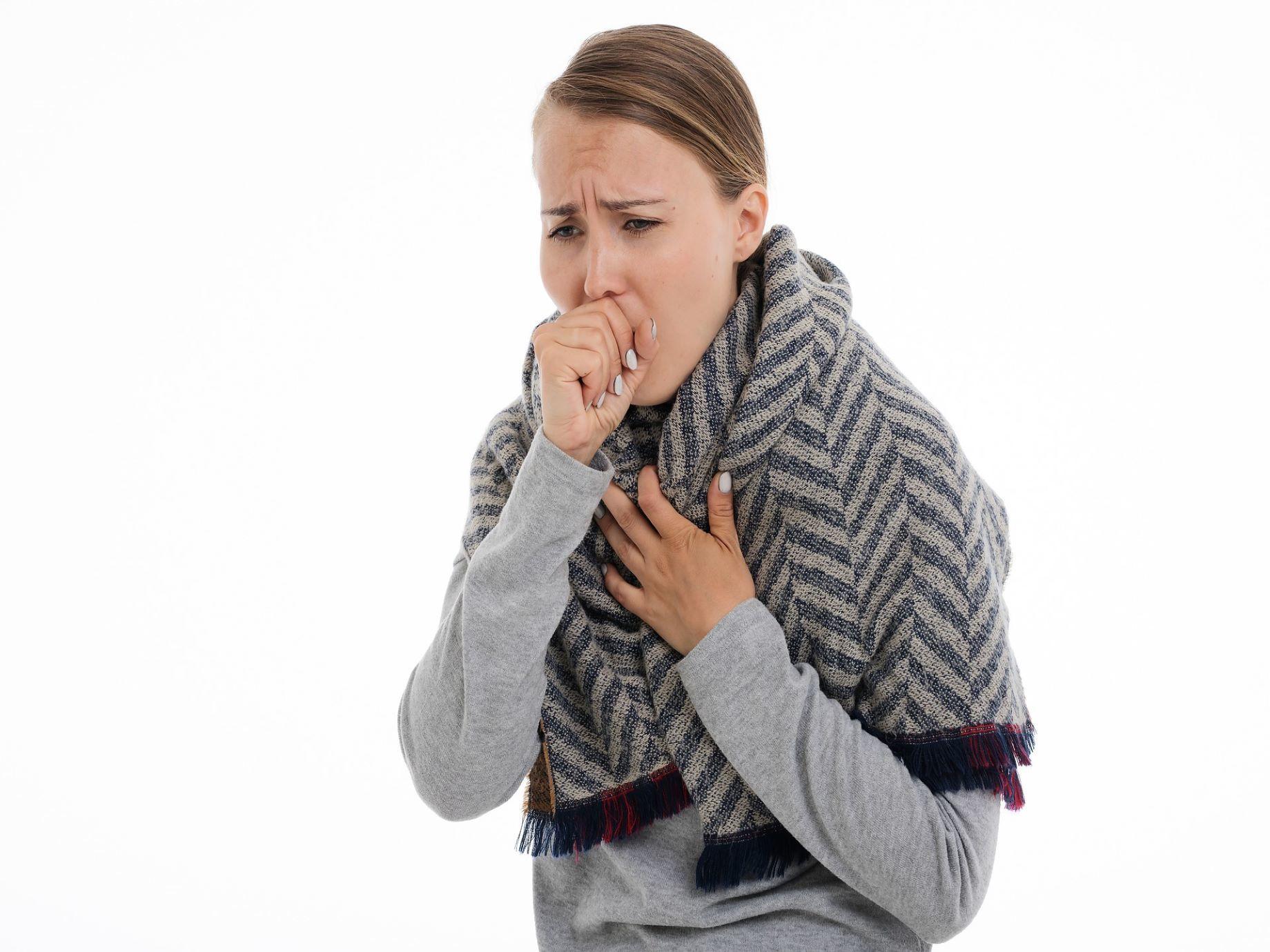 「咳嗽吃枇杷膏就好!」想靠食療治好感冒?沒認識這4大咳嗽類型,小心越吃越嚴重