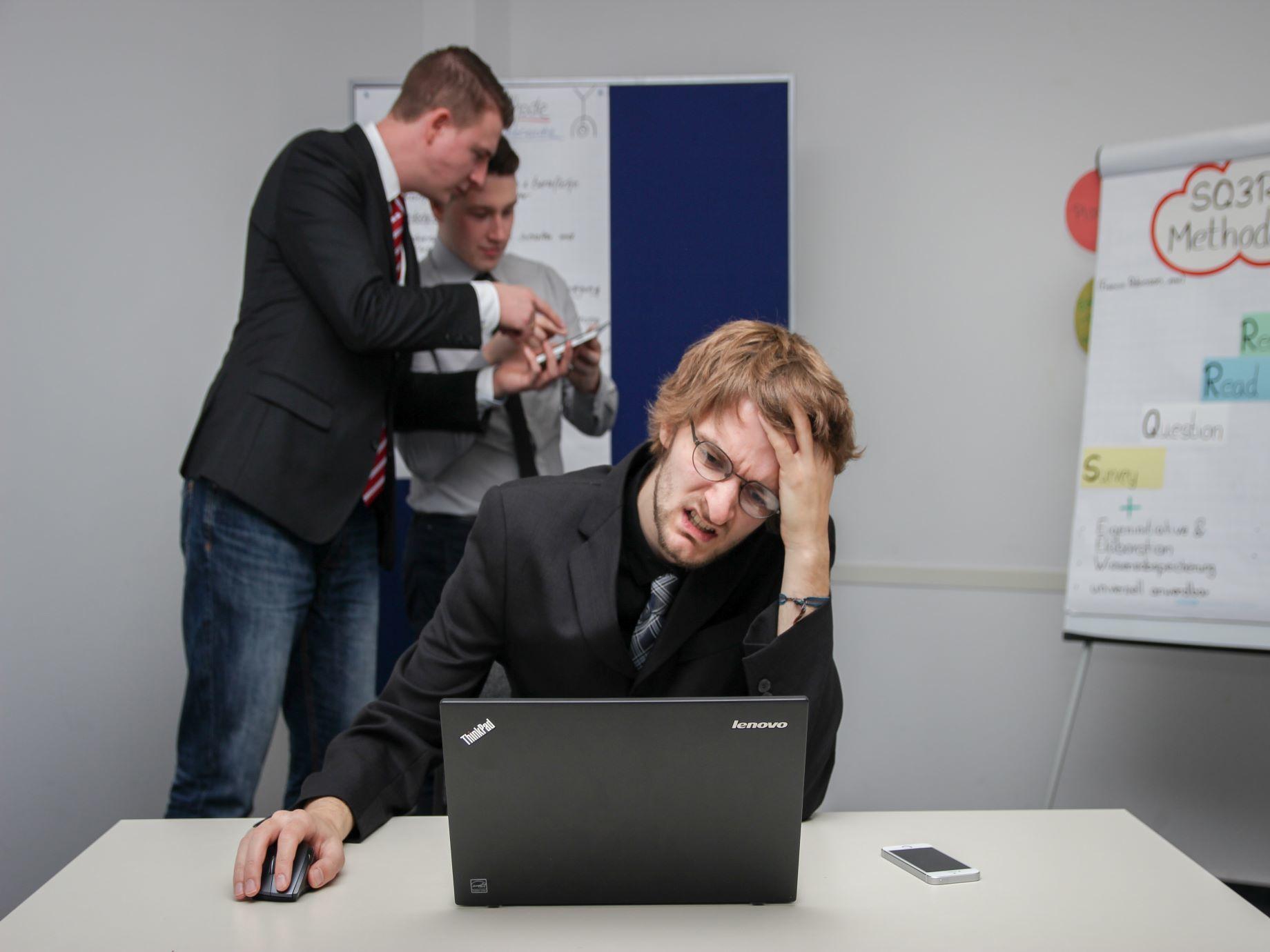 「你做事怎麼這麼笨!」面對傷人話語好難受?日本職場人際關係權威,教你3方法擺脫他人眼光