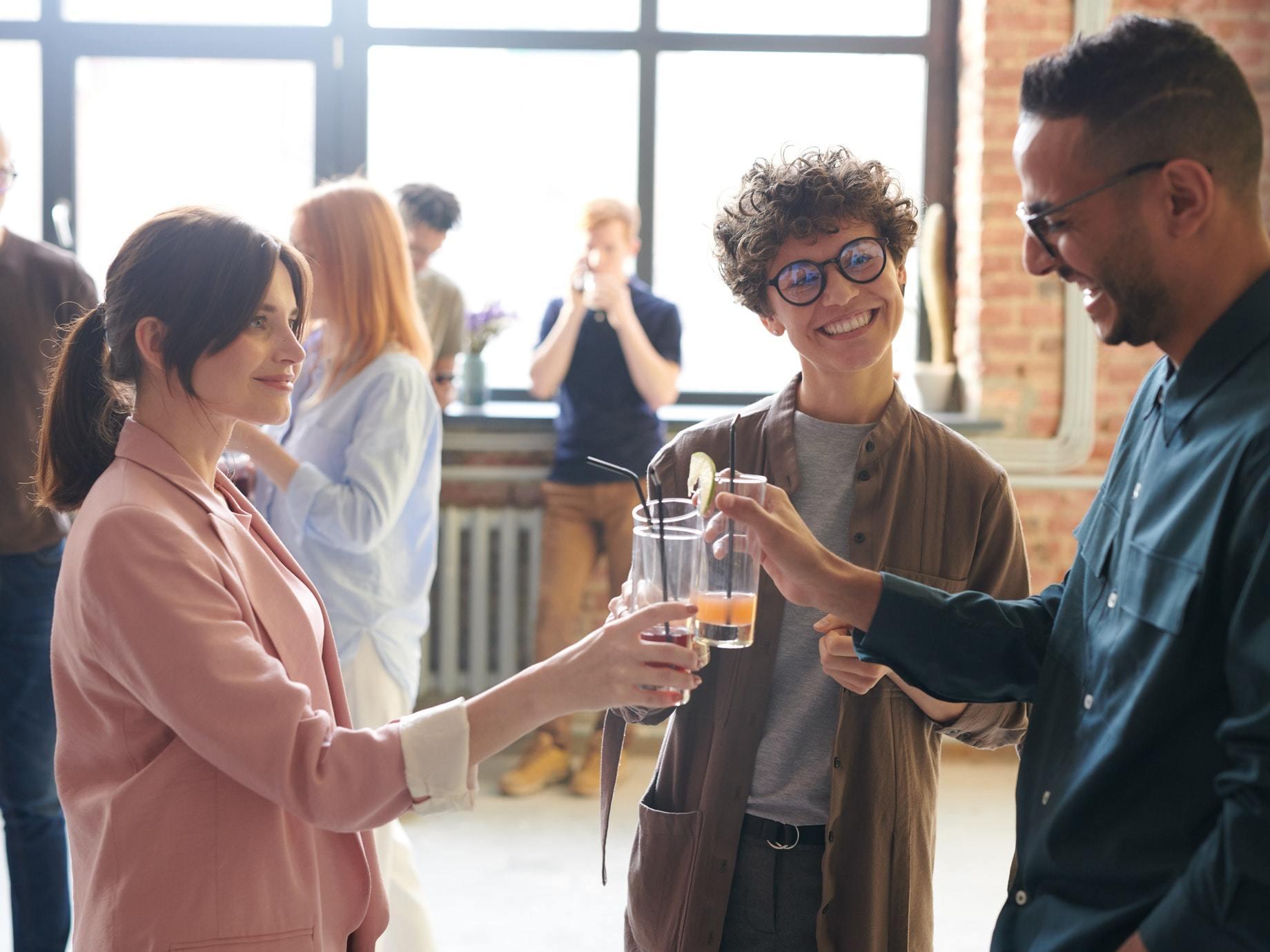 芝加哥大學教授告訴你:閒聊是種軟實力,4種漫談技巧為你獲得意想不到的機會!