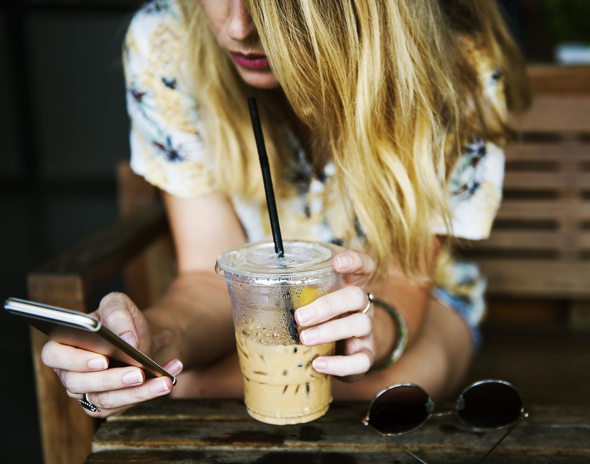 從咖啡寄杯到線上排隊系統,全家、新光三越APP背後是這家團購電商