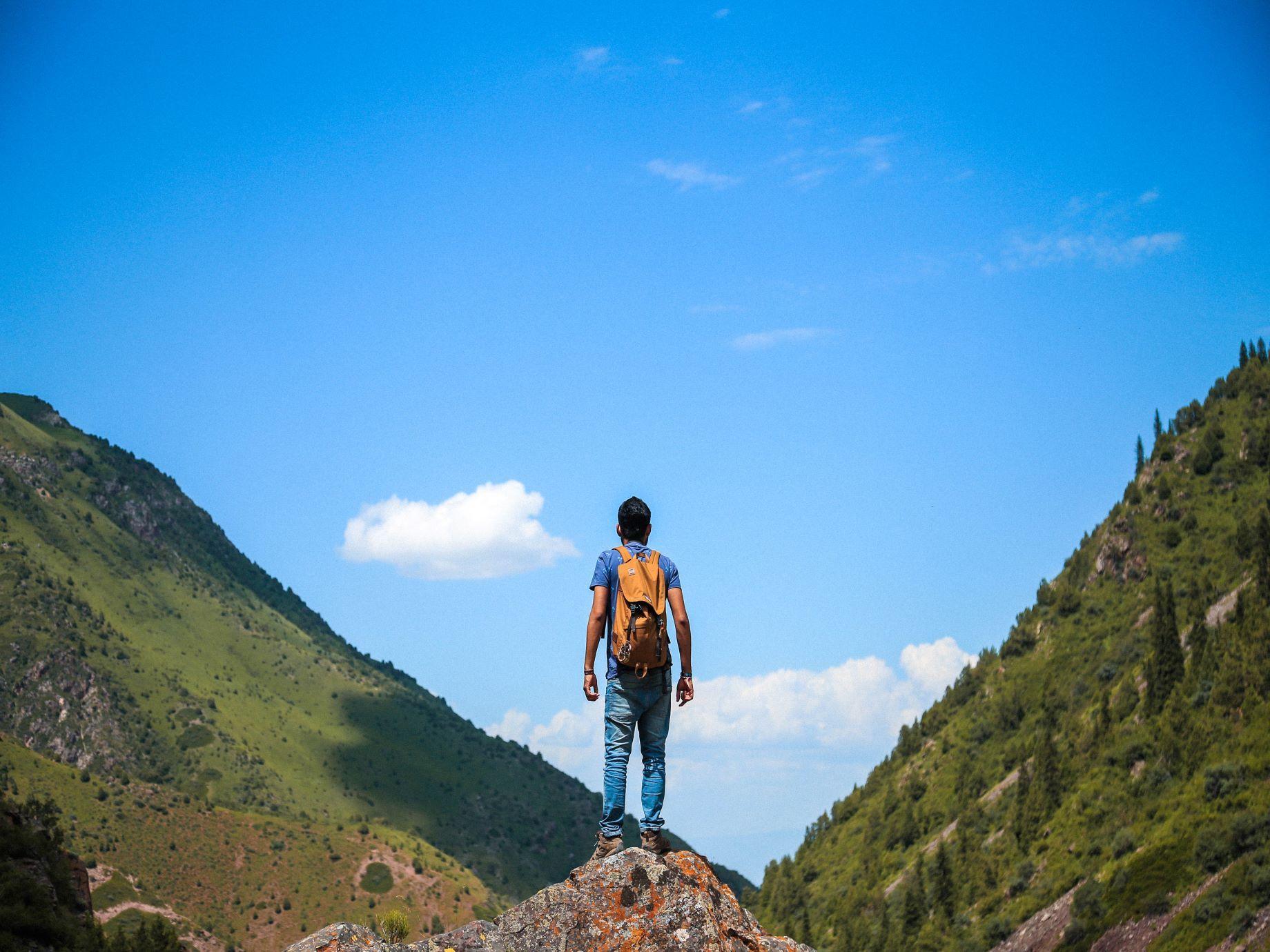 有了財富、名望,然後呢?跳脫世俗價值,為自己做出「承諾」,在第二座山活出人生新意義!