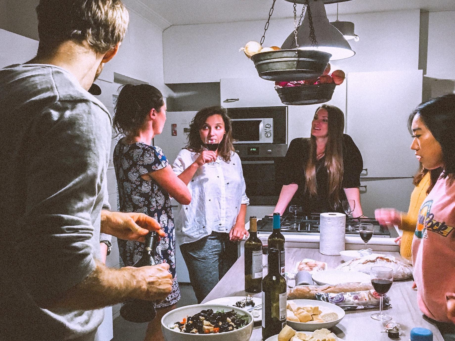 社交教戰守則》討厭應酬聚會的人,怎麼突破既有「交友舒適圈」?穩健人脈經營3招,累積長期人脈價值