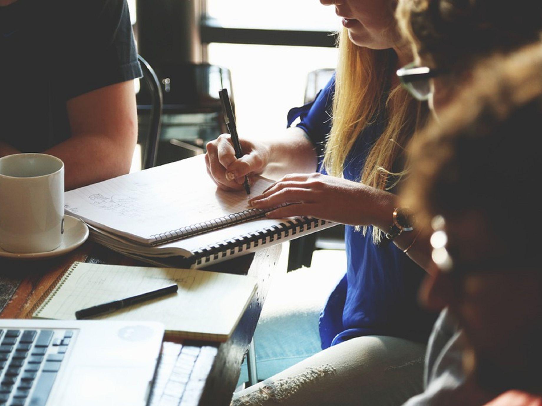 企業協作平台不只Slack一家,FB 「Workplace」、微軟「Teams」、「LINE Works」各擁特色拚差異化