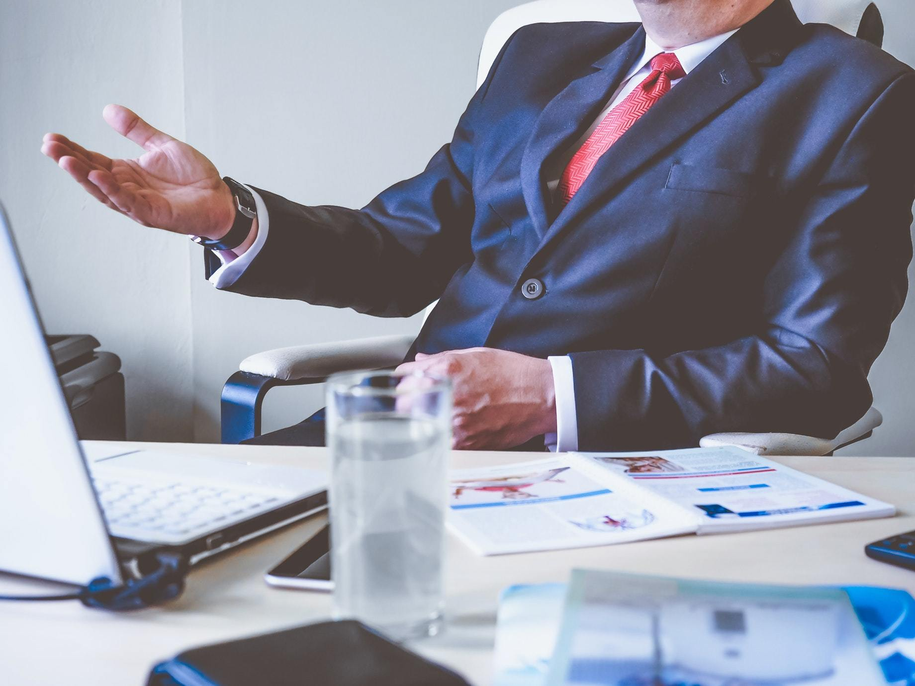 離職應該來自拉力,而不是推力 想用離職逃避問題?小心問題一輩子跟著你!