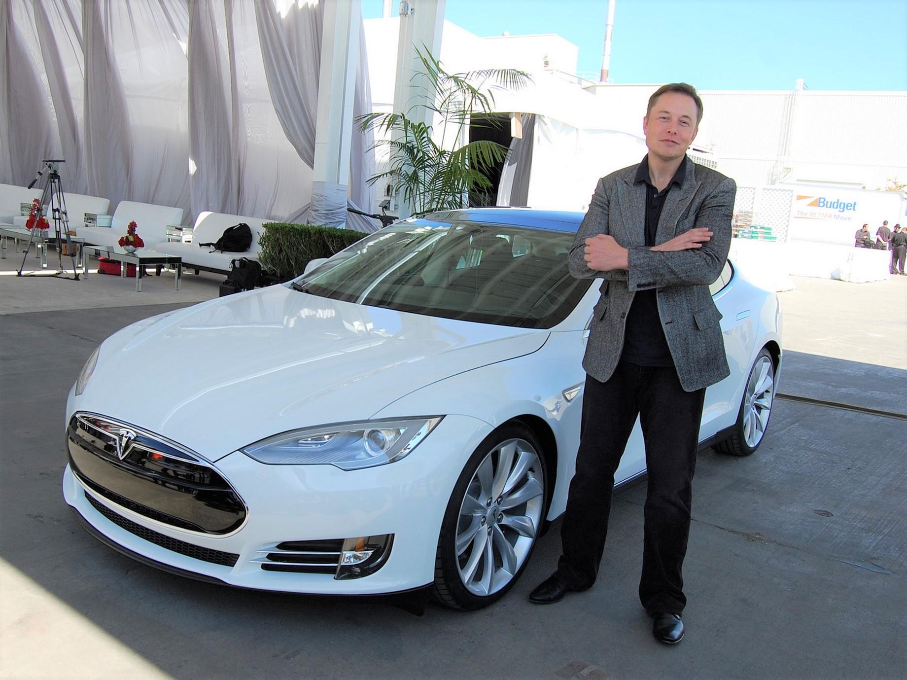 特斯拉不再是家「汽車公司」,未來有哪些機會與挑戰?