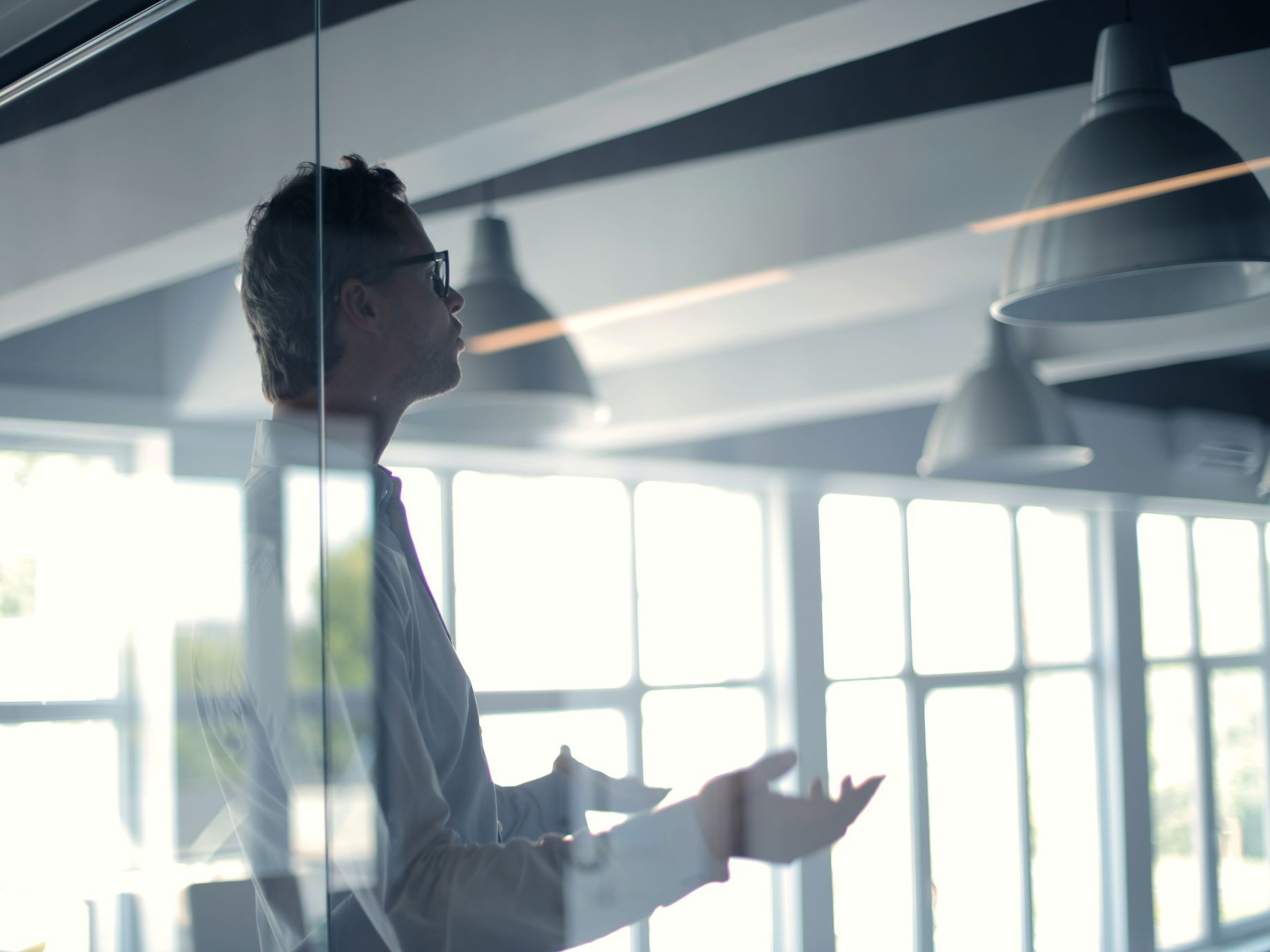原來「直覺腦」決定了你的提案是否過關!掌握5法則,從人性角度增強說服力