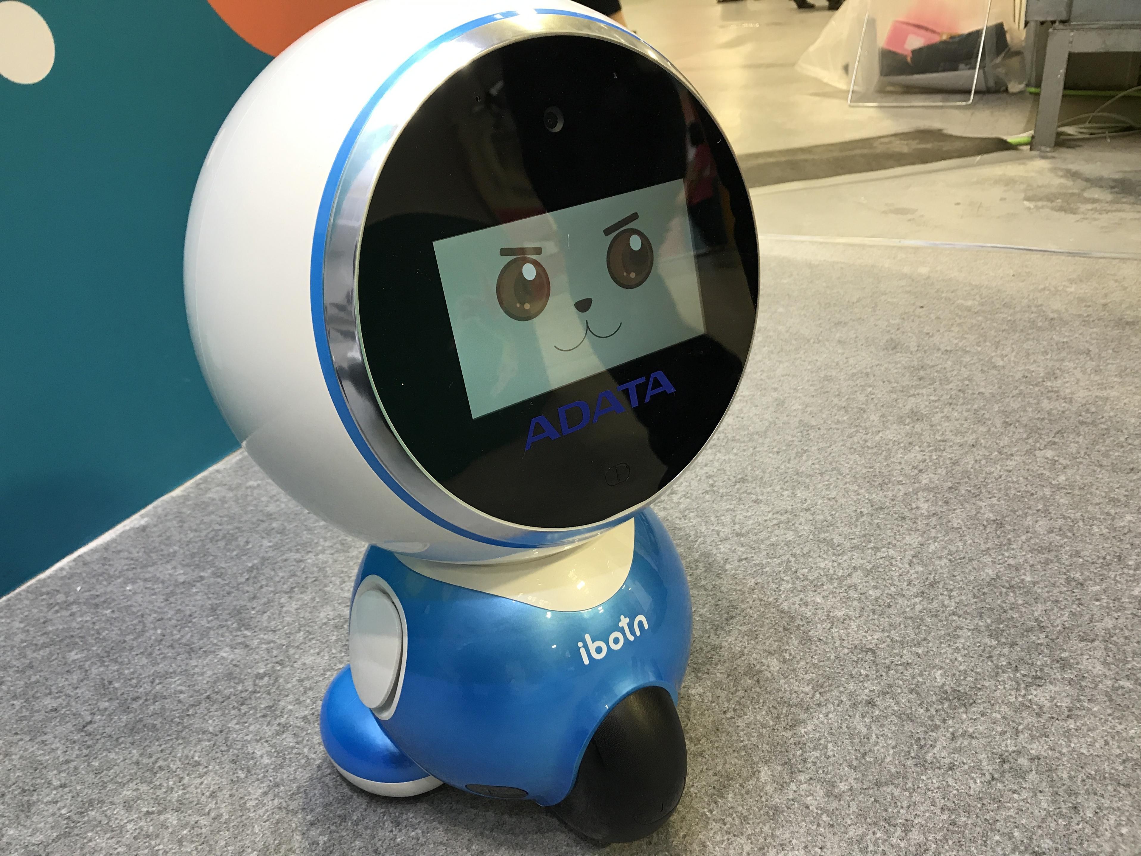 未來商務展》機器人正熱,服務型、居家型挑戰真人服務