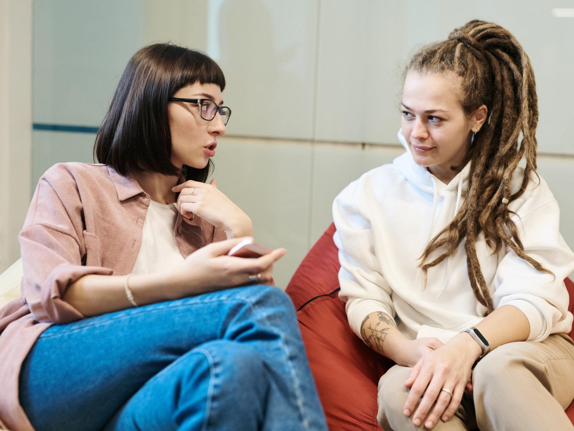 同事互動只剩瞎聊?5個原因告訴你,有意義的對話很重要!