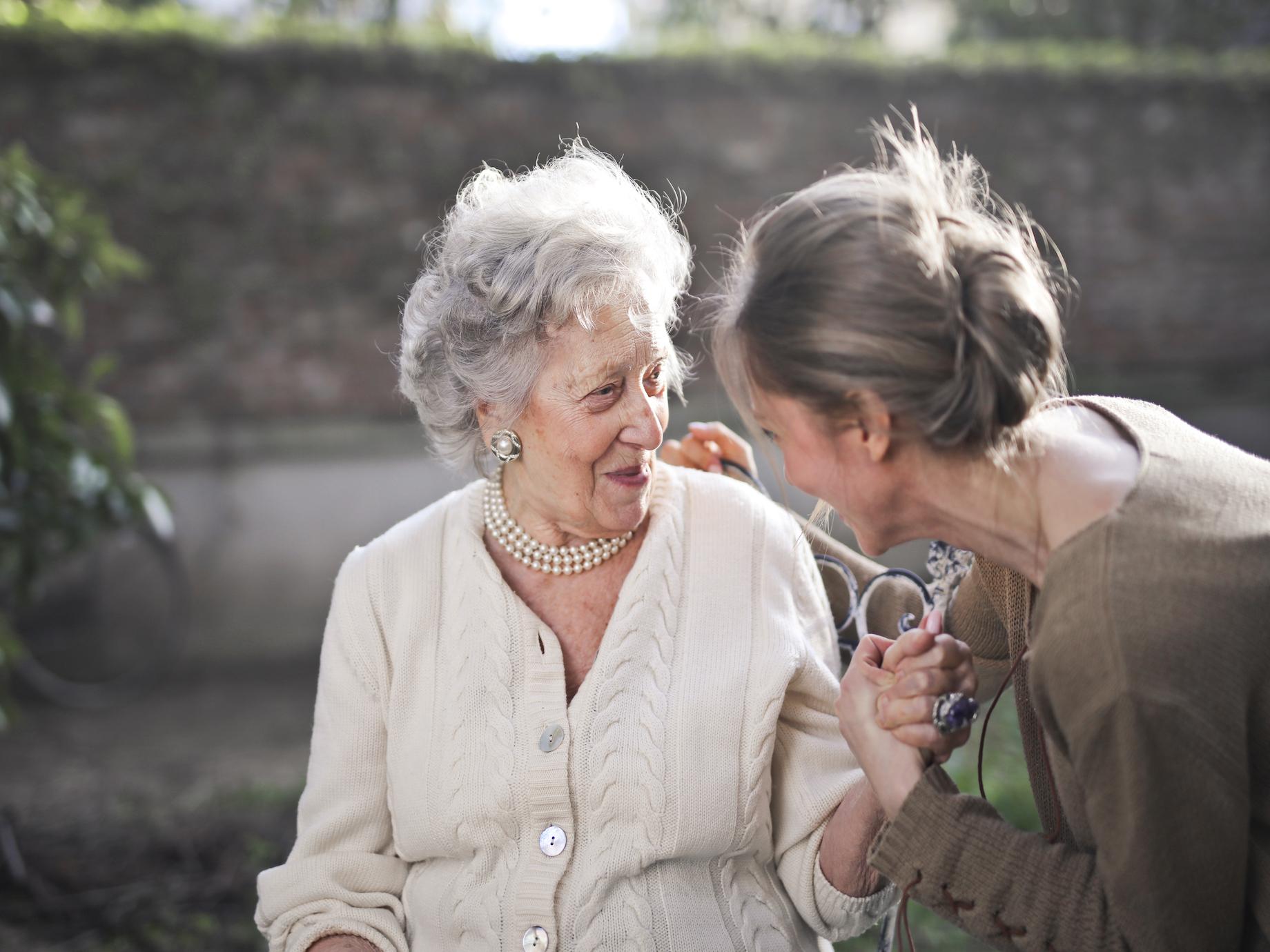 父母健康亮紅燈!「變老」症狀你都看懂了嗎?照顧父母的正確觀念從現在養成!