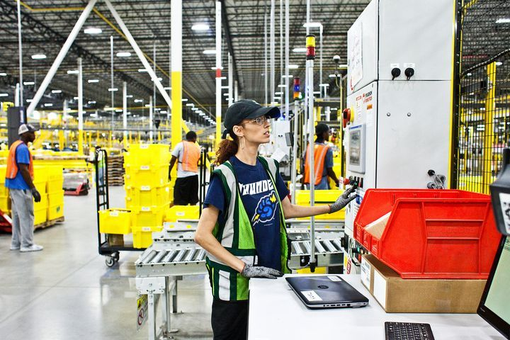 Uniqlo的第一個「機器人倉庫」,取代90%的人力