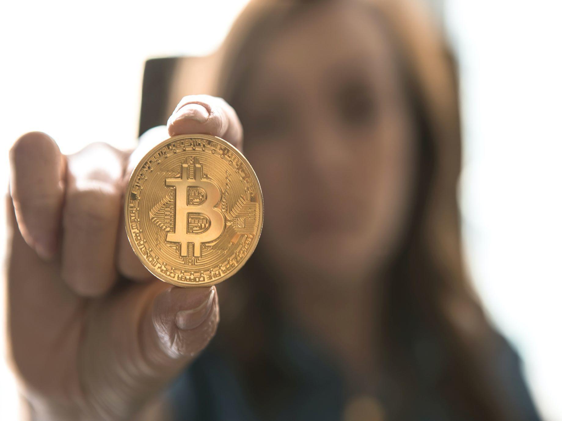 全世界都在瘋比特幣,但為什麼各國政府都怕它?原來背後原因有3個!