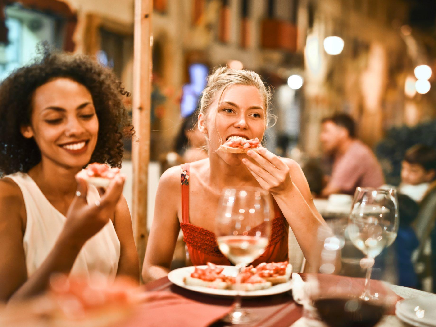 【上班族當心】下班後總是忍不住想大吃一頓?醫:吃這些宵夜,恐導致食道癌!