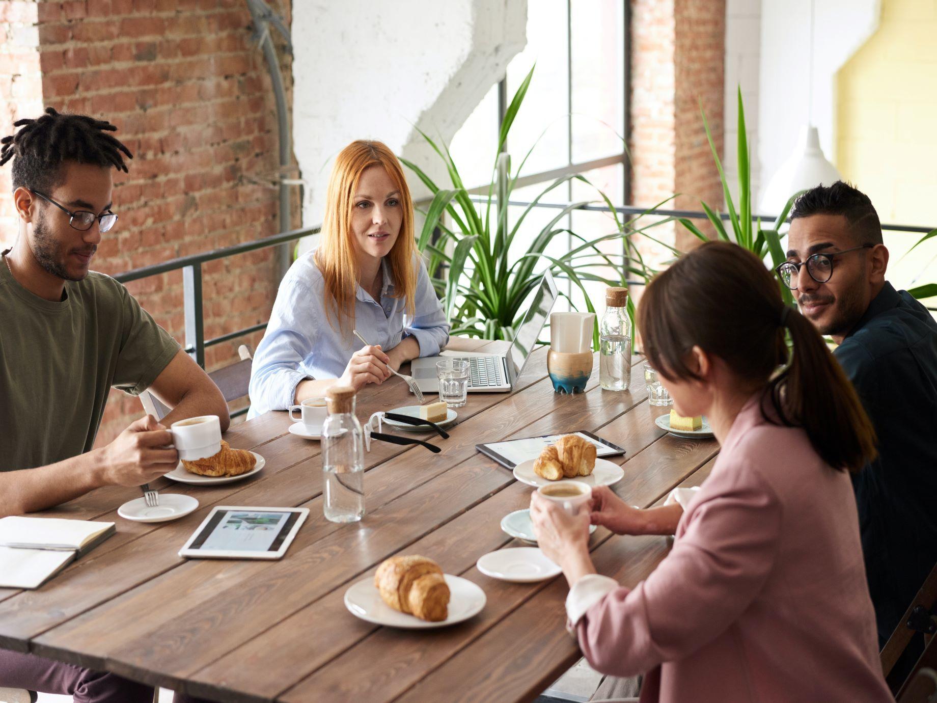 該怎麼打破飯局沉默,拉近和客戶距離?從「食物」下手,不再成為話題句點王!