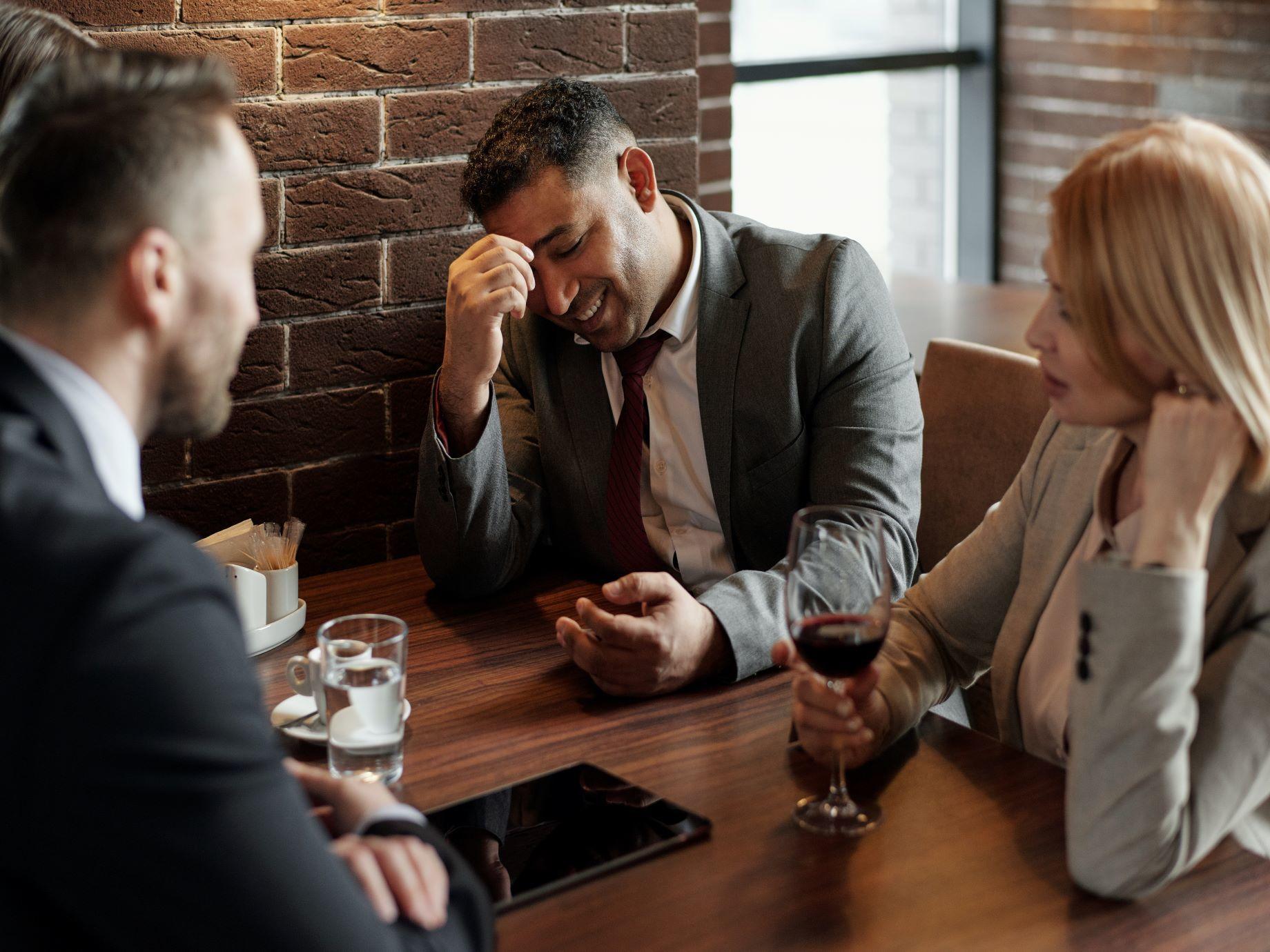 客戶愛殺價,怎麼回應才聰明?3大說服策略,讓話語權回到你身上,化解談判窘境