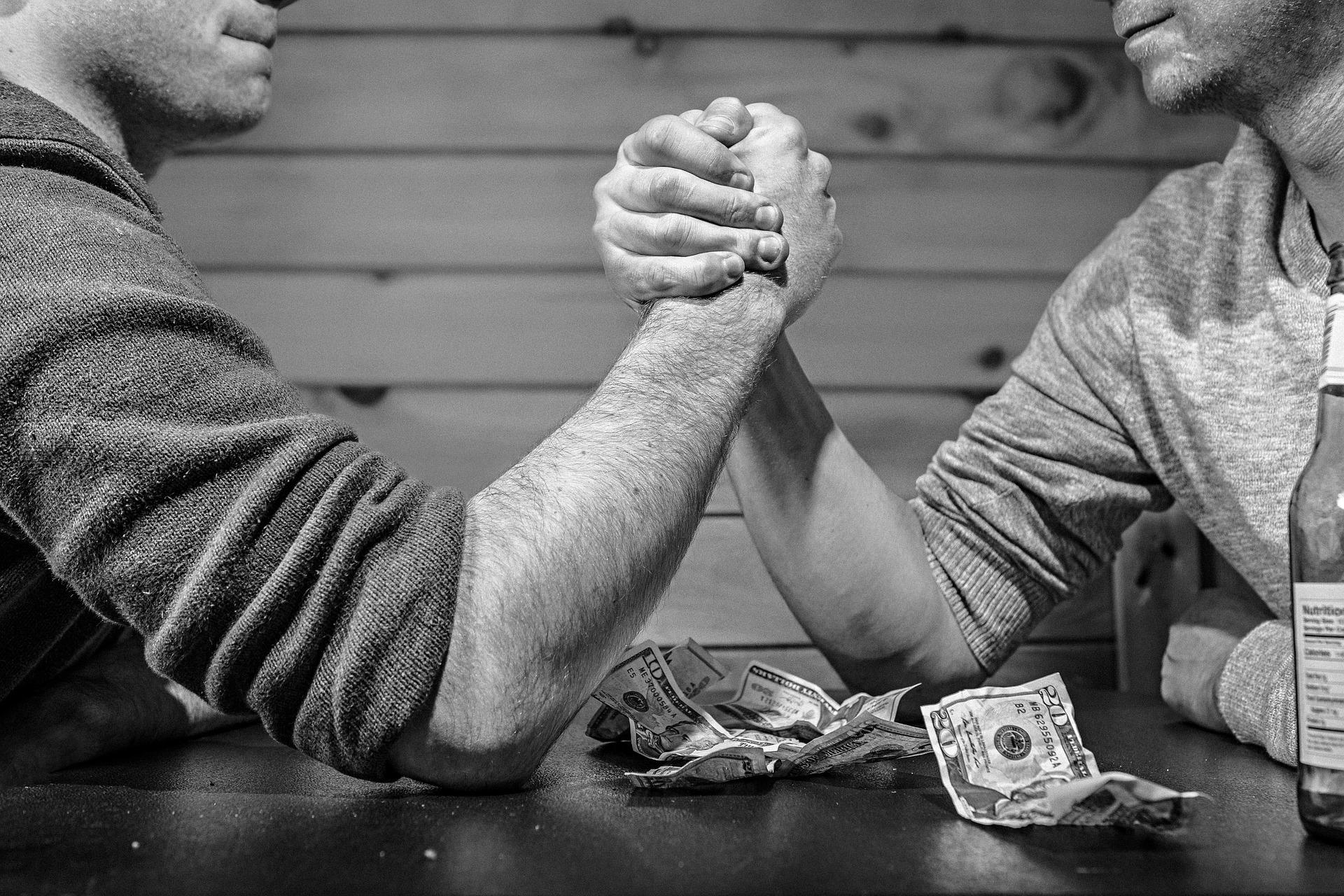 賣家爭奪戰!eBay指控亞馬遜非法「挖走」平台賣家